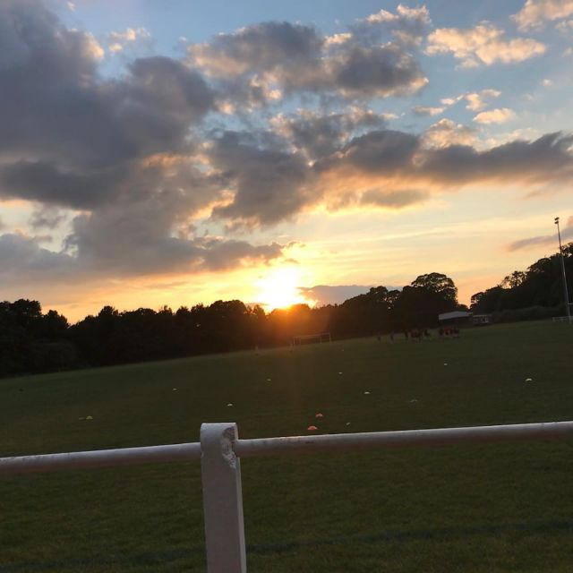 A lovely sunset this evening… 😍🌞  #Thursday #Sunset #swiftnortgagesandfinance #swiftmortgages #evening #skiesofinstagram